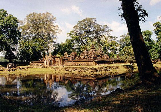 Đền Banteay Srei nằm ở khu vực của công trình cổ Angkor, Xiêm Riệp, Campuchia