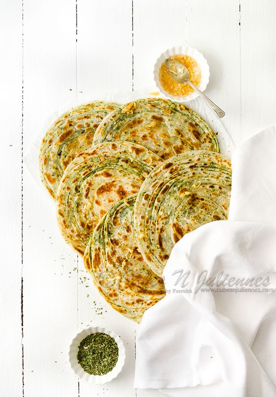 Lehsuni Pudina Lachcha Paratha/ Lachcha Paratha: Multi-layered flaky flat bread flavored with garlic and mint