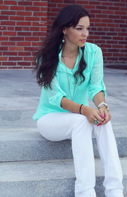 Anna rocks the Lindsey bracelet with mint, white and hot pink.
