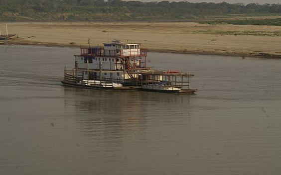 Sail over Mamoré river in Brazil and Bolivia