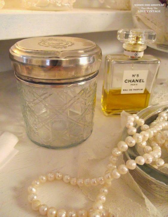 Arredamento stile shabby chic in un bagno romantico prima for Differenza tra stile provenzale e shabby chic