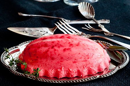 A retro recipe for a festive raspberry gelatin mold