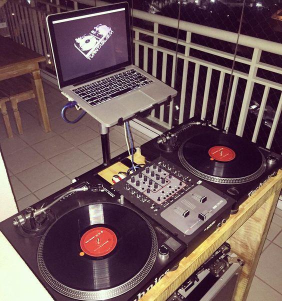Meu cantinho preferido ... #edjs #turnatable #turntablism #home #família #djfriendsbr #tamojunto by djroni__tj http://ift.tt/1HNGVsC