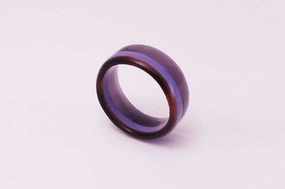 This handmade ring is made of cellulose acetate and is made by the creative label Paulibird. Cellulose acetate is a plastic which is also used as a frame material for eyeglasses.  Cellulose acetate is antistatic and has no allergenic potential (hypoallergenic).  Price: €39,- (excl. shipment costs). worldwide shipment. Visit our Dutch webshop to see what we have more. Don't hesitate to contact us.  #BestOrigineel #Paulibird #jewellery #Ring #Handmade #CelluloseAcetate