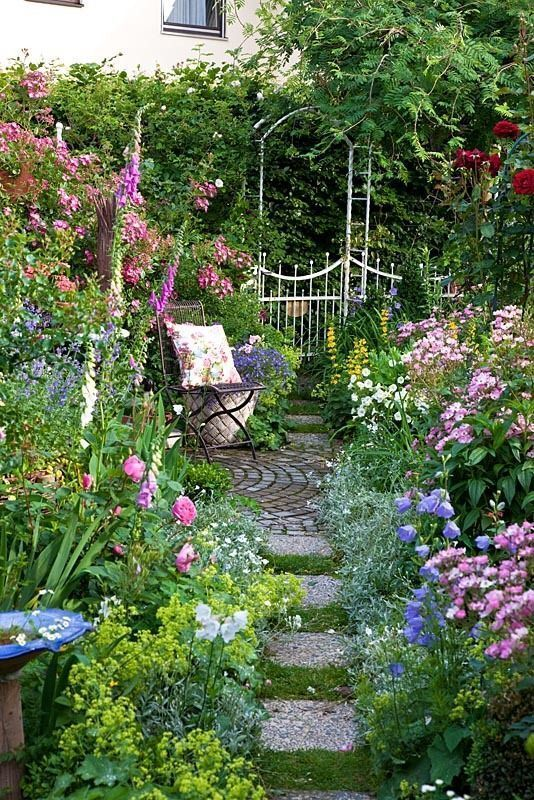 Beautiful Outdoor Retreat In This Lovely Garden The Garden Can Be Divided Into Two Equal Areas In 2020 Small Cottage Garden Ideas Beautiful Gardens Cottage Garden