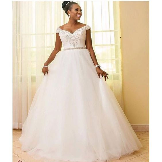 Just lovely. pic via @baebridebump #weddingdress #inspiration #bridallook #whitewedding #instabride