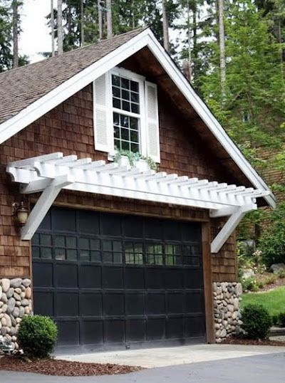 Love the trellis above garage door