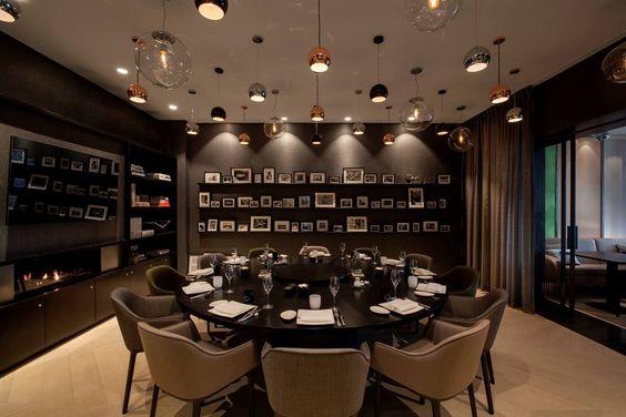 Noble is ontworpen als 'het #huis van de chef', met een #proefkamer, keuken, #bibliotheek, #eetkamer. Het #interieur van het restaurant is ontworpen door Concrete uit Amsterdam en de #gastenkamers zijn ingericht door Eric Kusters.