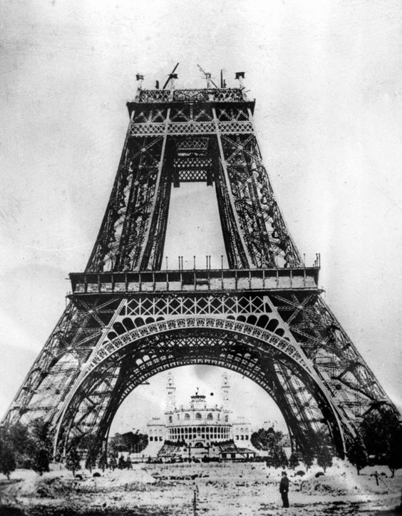 15 Amazing Vintage Photos of the Iconic Eiffel Tower Under Construction