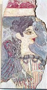 Το μακιγιάζ ήταν επιμελημένο. Η εικόνα ήταν τόσο εντυπωσιακή, ώστε όταν το 1905 αποκαλύφθηκε στην Κνωσό μια τοιχογραφία του 15ου αι. περίπου π.νέας γυναίκας, θεάς ή ιέρειας πιθανότατα, οι εργάτες του Έβανς την ονόμασαν Παριζιάνα.  Οι γυναίκες άπλωναν στο πρόσωπο λευκή πούδρα, ενώ έβαφαν κόκκινα τα χείλη, τα μάγουλα, τα νύχια και τους λοβούς των αυτιών. Έντονα βαμμένα με σκούρα βαφή ήταν και τα μεγάλα μάτια τους. Οι βαφές προέρχονταν από φυτά.