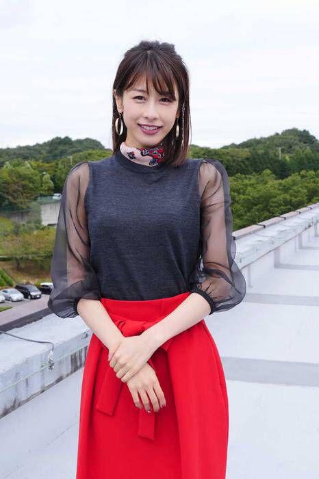 シースルーの服装の加藤綾子