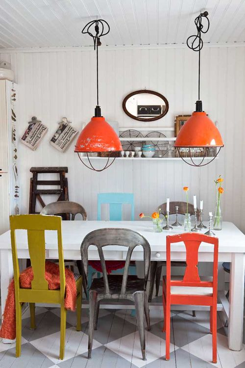 Industrial goes charming and homey - I just love it when that happens. And please, can I have those orange industrial pendant lamps in my house??