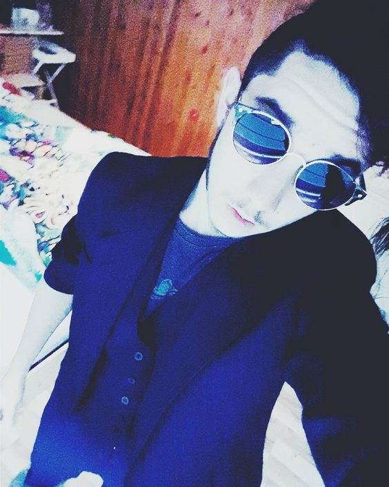 #anzug #black #glasses #sunglasses #house #indoor #me #itsme #selfmade #suit #suits #style #own by sowiesascha