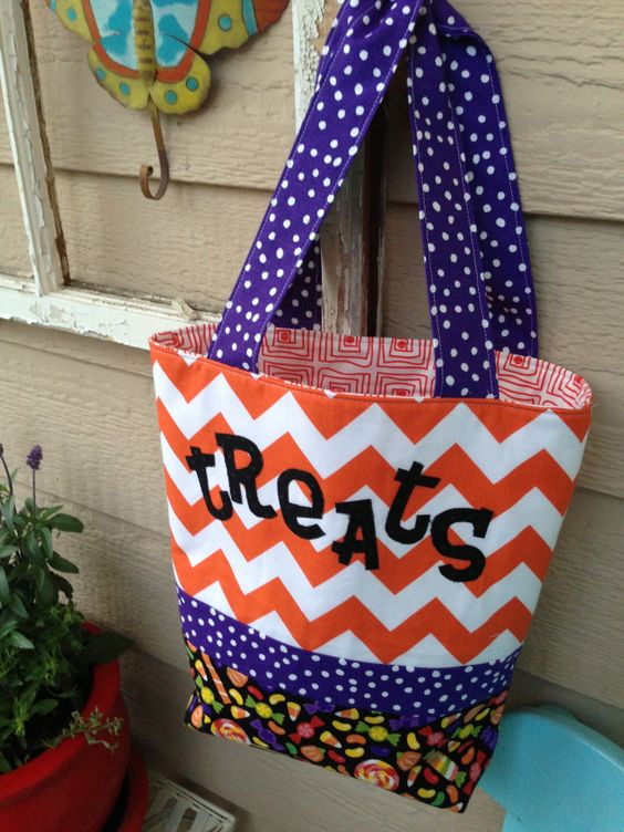 Decorate this hand made Halloween trick or treat tote with these free printables!
