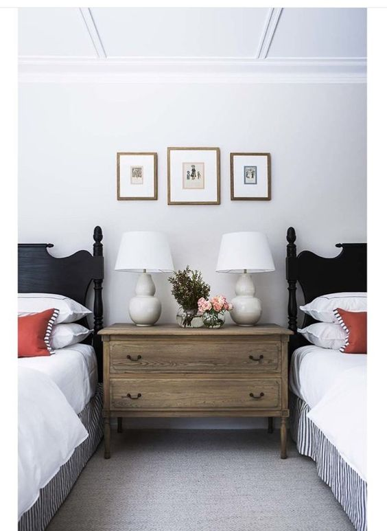 2 Twin Beds Bedroom Traditional Bedroom With 2 Beds And 2 Black Headboards Twin Beds Guest Room Classy Bedroom Traditional Bedroom