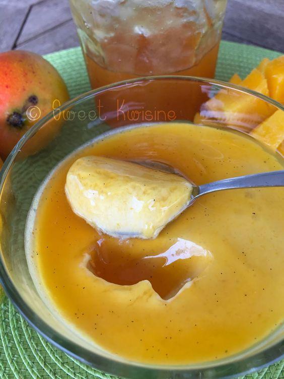 mousse de mangue-passion***<3*** -2 grosses mangues ou 4 petites- 2 maracujas (ou a défaut le jus d'un demi citron) -5 cl de crème de coco- 30 cl de crème liquide entière VEGANE- 2 gouttes d'extrait de vanille- 2 feuilles de gélatine (il est possible de remplacer la gélatine par 2 g d'agar-agar  -6 cuillères à café de gelée de maracujas