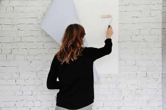 DIY White Brick Wall… for Renters! | Fall For DIY - http://centophobe.com/diy-white-brick-wall-for-renters-fall-for-diy/ -