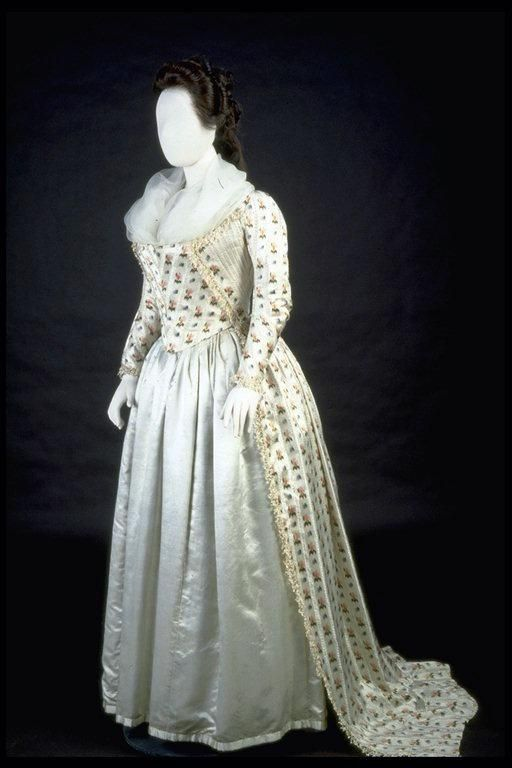 C 1790 Robe A L Anglaise Museum Of London 18th Century Fashion 18th Century Dress Vintage Gowns