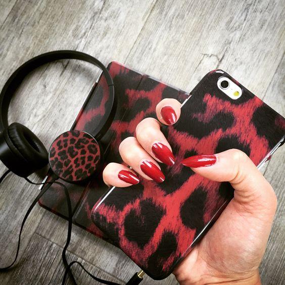 """Marsala Leo"" Case, Skin und Headphone Design. LInk zum Design >> http://www.deindesign.com/de/designs/kollektionen/marsala-leo || #deindesign #designcase #dd #handycase #handycover #handyhuelle #smartphone #iphone #phonecase #case #cover #huelle #bag #tasche #beautiful #cute #instagram #outfit #style #fashion #accessoire #marsala #leo #red #headphones #skin #ipad #music #nails"