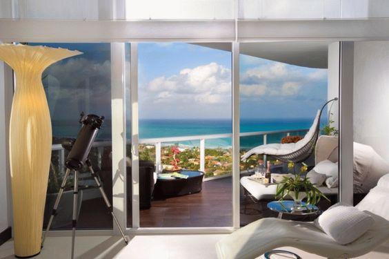 Tropical Schlafzimmer mit Balkon Aussicht - 1001 Haus Deko Ideen