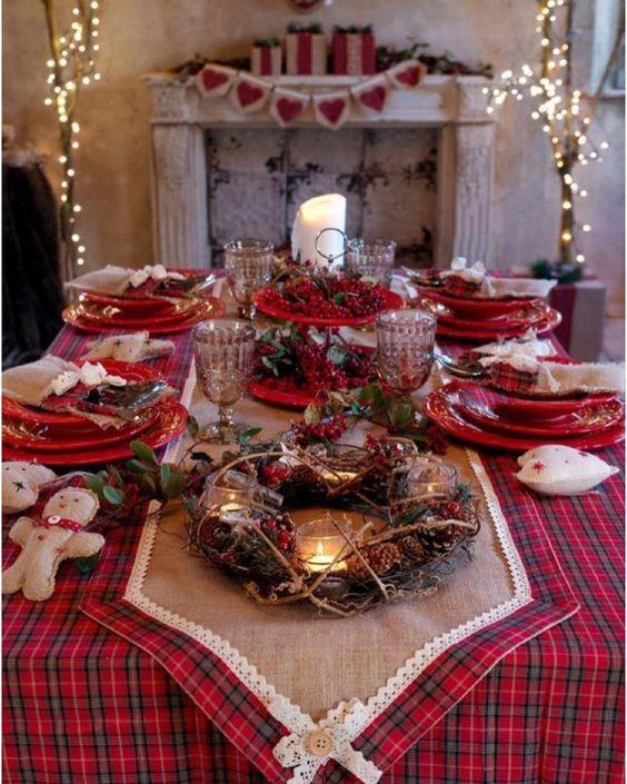 """Casa 54 🏠💕 on Instagram: """"Mesas maravilhosas de natal para nos inspirarmos. Os tons avermelhados dão calor e aquele aconchego à mesa. Muita coisa para se encantar. .…"""""""