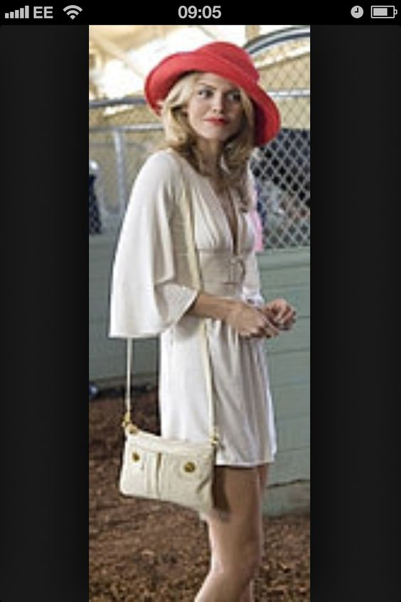 Naomi Clark 90210 races style: white dress red hat- heels- lips ...