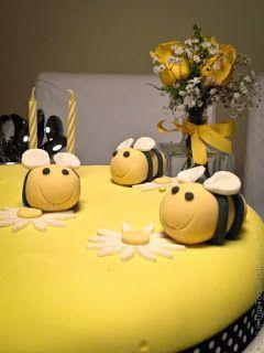 Bee Happy! Comemorando a vida... Bolo avelhas