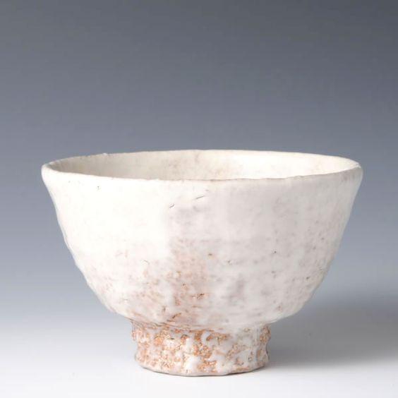 HAGIKOHIKI CHAWAN (Hagi Tea Bowl Covered with White Slip)  TAMAMURA, Toyo  (Hagi artist)