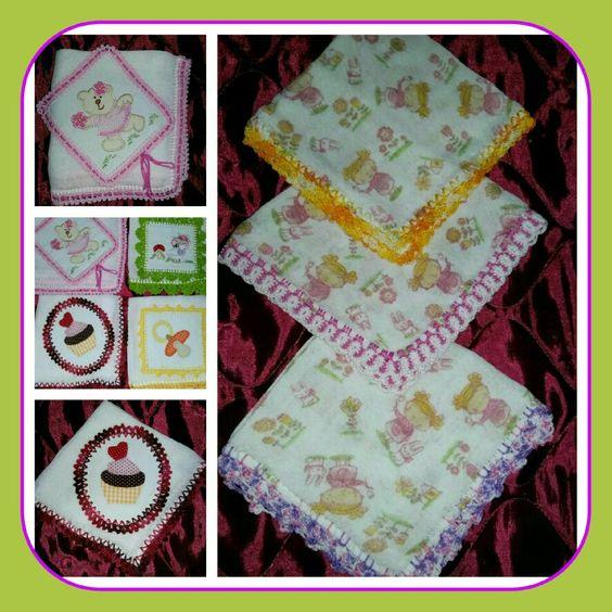 Babitas com aplicações e acabamento em crochê...☺