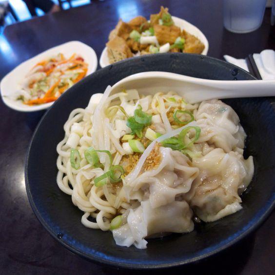 餛飩乾拌麵加小菜的小宴。#Noodles with #Dumplings & sidedishes #summer #food #Taiwan #Instagood