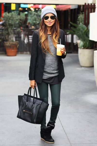 winter urban outfit. Green skinny jeans. Black leather bag. Loose grey knit sweater. Black blazer. Beenie. Ombre hair.: