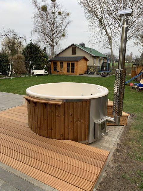Erfahrungsbericht Badefass Aus Holz Mit Ofen Fotos Infos Kosten Der Badetonne Hausbau Blog In 2021 Badefass Badetonne Whirlpool Garten