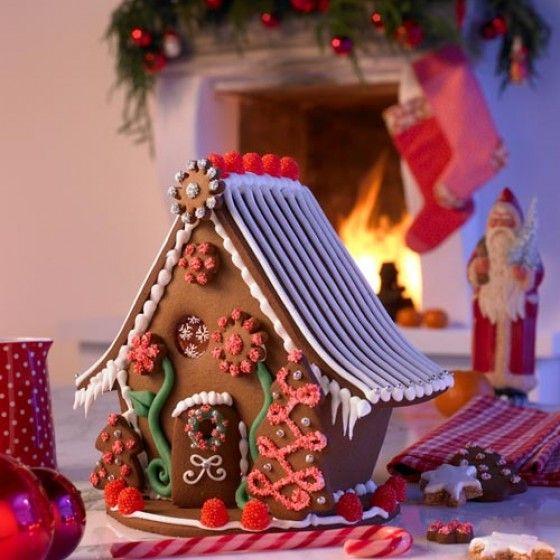 Ein klassisches Lebkuchenhaus lässt sich gut während der Adventszeit backen.