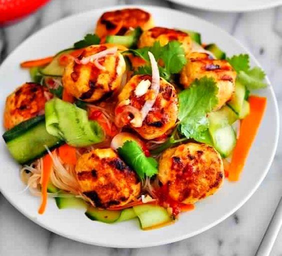 Slimming recipe: Thai sweet chilli chicken salad.
