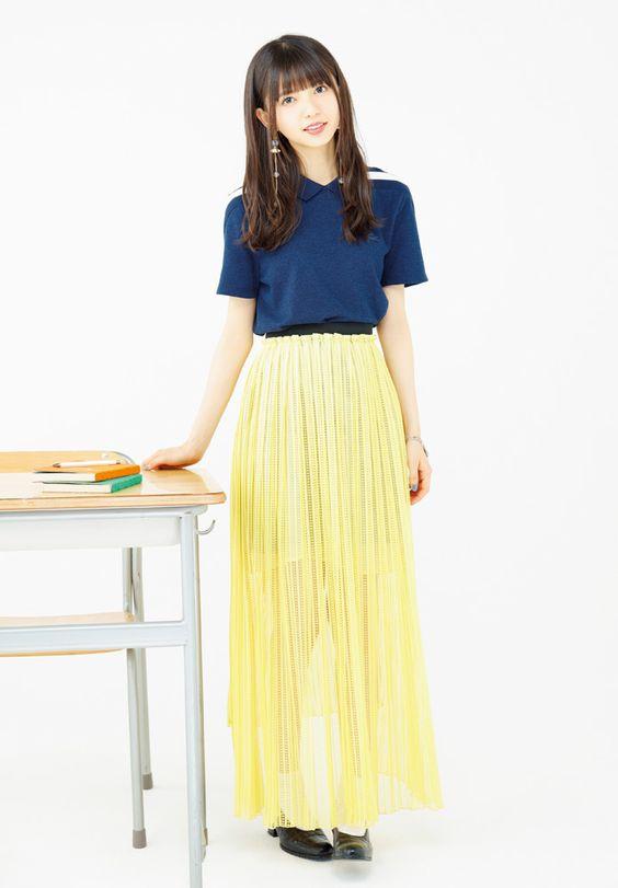 黄色のスカートが似合う齋藤飛鳥