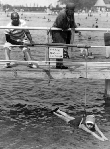 How to swim.. Hungarian vintage photo.