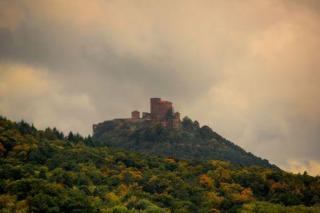 'Castle - Burg Trifels' von Bernd  Kasper bei artflakes.com als Poster oder Kunstdruck $16.63