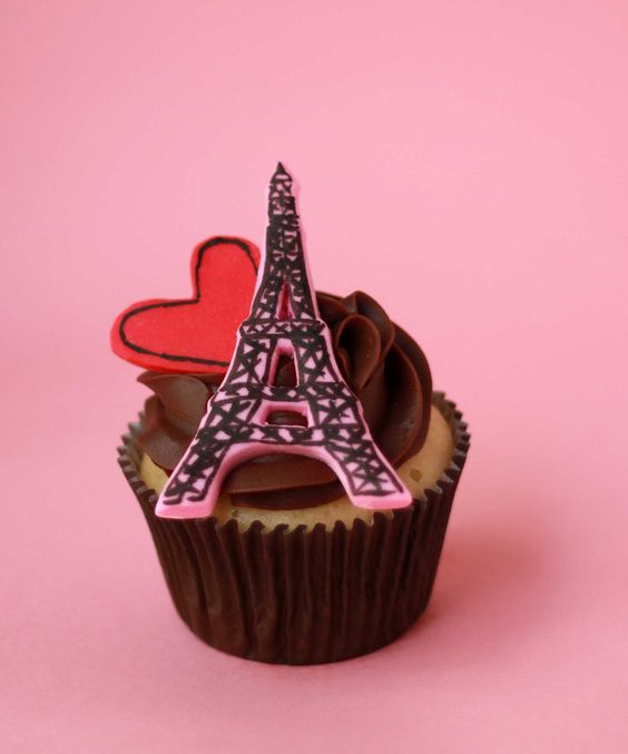 eiffel tower cupcake cupcakes everything cupcake your favorite cupcake bakery