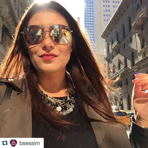 A @bsessim tá divando muito em New York e o que ela levou para lá? O colar que foi feito especialmente para ela!!!  Amamos ver esse colar mundo afora e desejamos que tu tenhas muito sucesso nessa nova jornada continua museando por aí que estamos acompanhando tudo! Sucesso Bárbara  #bijouxpormb #bijoux #biju #acessorios #verao2016 #summercollection #voababi #babiemnewyork #bijouxpormbemny #look #style #fashion #itgirl by bijouxpormb