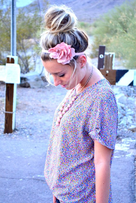 Messy bun +  headband = cute!