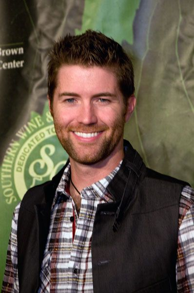 Josh Turner, country singer and oh so sexy.