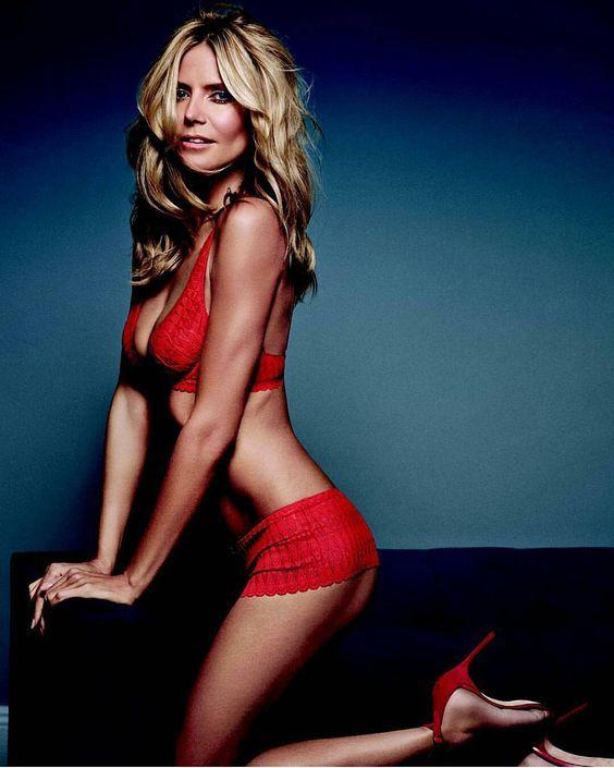 Schaut euch diese Wahnsinns Frau an. Trotz ihrem Alter so sexy!! @heidiklum ich liebe es wie du dich nach vorne lehnst und deine Brüste sichtbar hängen!! Schön :* #snap #snapchat #heiß #hintern #arsch #geile #brüste #heidiklum #alt #bauchfrei #perfektbody