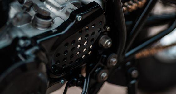 Entschleunigen mit der Hookie Yamaha SR250 SE   Classic Driver Magazine