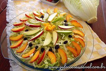 A Salada de Acelga com Frutas é uma boa opção para o #almoço, é muito leve, fácil de preparar, nutritiva e deliciosa, claro!  #Receita aqui: http://www.gulosoesaudavel.com.br/2012/01/09/salada-de-acelga-com-frutas/