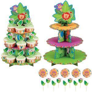 Présentoir à cupcakes + kit décoratif Jungle pour un anniversaire enfant sur le thème du safari et des animaux sauvages. Le kit comprend un présentoir pour 24 cupcakes, 24 caissettes à cuisson décorées et 24 pics à planter dans vos petits gâteaux pour les décorer sur le thème de votre fête d'enfants.