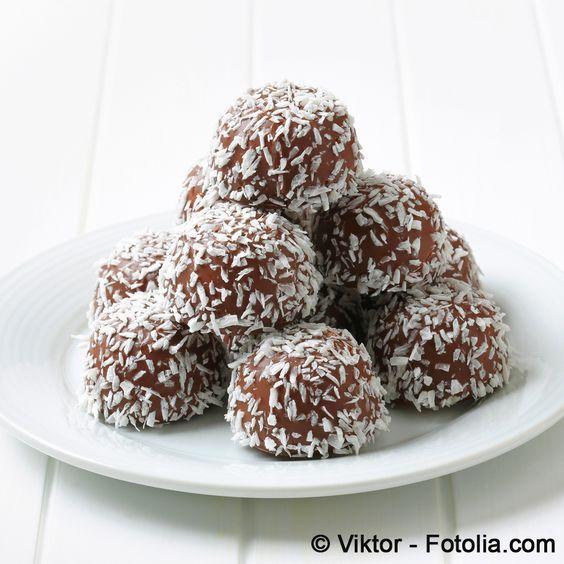 Schoko-Kokos-Kugeln: ein nicht allzu kalorienbelasteter Genuss./ chocolat - coconut - balls: not too much calories