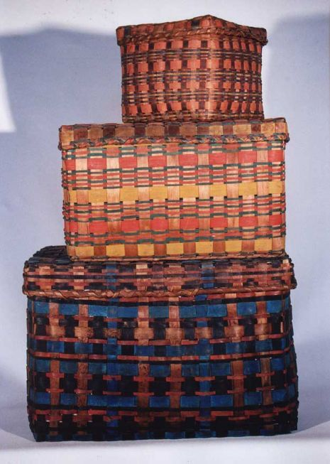 Antique polychromed Native American Indian baskets (c. 1840) from Woodlands, New England. Woven splint with swabbed decoration & very beautiful. via Old Hope Antiques