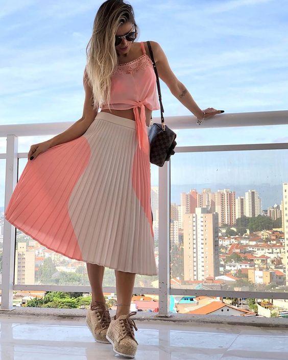 ❃ Look cropped + saia plissada da @flavia_viana ❃ Trend Alert! ❃ Disponível em nosso Shop Online ❃ #ootd | #kessesshoponline |…