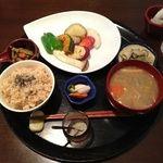 米の子 - 料理写真:旬菜ステーキ定食(1000円)