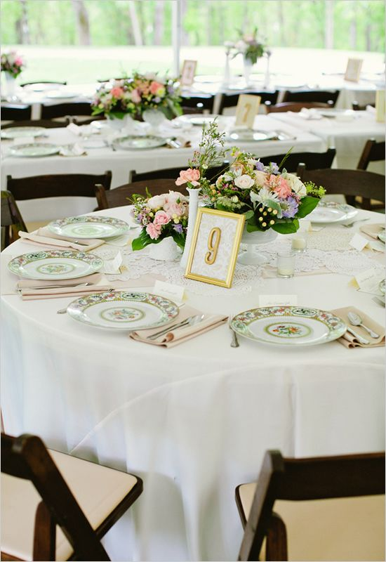like the white table cloth, off white runner with lace overlayed